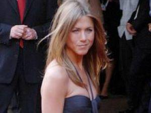 Top: Forbes: Jennifer Aniston, cel mai profitabil star pentru presă
