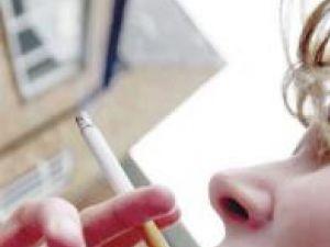 Studiu: Adolescenţii care se simt relaxaţi după prima ţigară fumată pot deveni dependenţi
