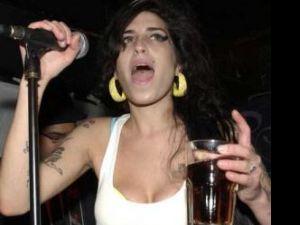 """Afirmaţie: Mick Jagger: """"Mă tem ca Amy Winehouse va muri tânără"""""""