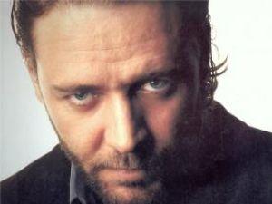 Vedete: Russell Crowe l-a speriat pe Christian Bale
