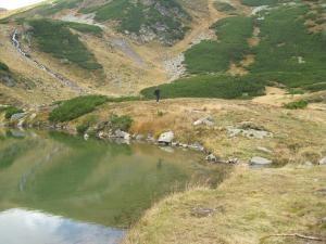 Destinaţii turistice: Lacul Lala, locul unde creşte rododendronul
