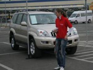 Iniţiativă: Sute de maşini, scoase la vânzare în parcarea Selgros