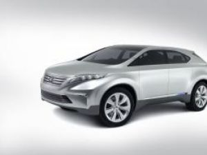 Lexus, ahtiat după hibride
