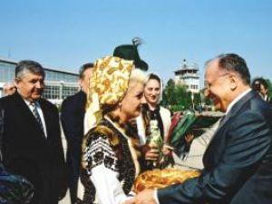 Şi Ion Iliescu a fost întâmpinat de Laura Haidău