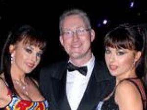 Cheeky Girls şi parlamentarul britanic Lembit Opik