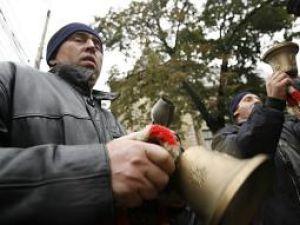 Federaţia Agrostar şi Sindicatul Crescătorilor de Taurine din România pichetează Ministerul Agriculturii si Dezvoltării Rurale