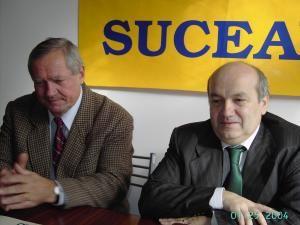 Preşedintele PNŢCD, Marian Petre Miluţ (dreapta), şi preşedintele PNŢCD Suceava, Petru Juravlea (stânga)