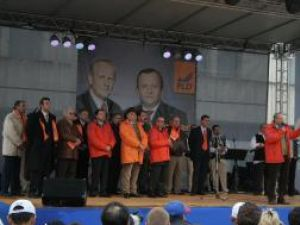 """Theodor Stolojan: """"Să mergem la vot, să votăm cu PLD, dar şi pentru votul uninominal"""""""