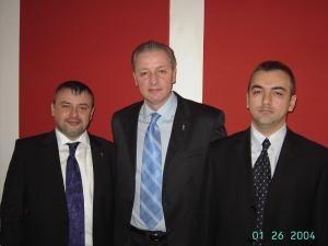 Preşedintele PD Suceava, Eugen Uricec, flancat de Robert Croitor (dreapta) şi Ioan Bălan (stânga)