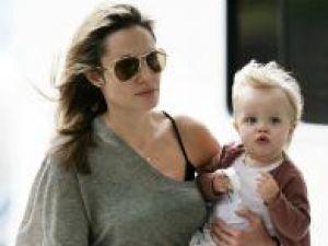 La nici 2 ani, Shiloh Jolie-Pitt a adunat deja pe paşaport mai multe vize decât ar strânge într-o viaţă mulţi dintre oamenii obişnuiţi