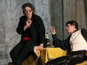 """Maia Morgenstern şi Valentin Roşca, în spectacolul """"Mic şi-al dracu'"""