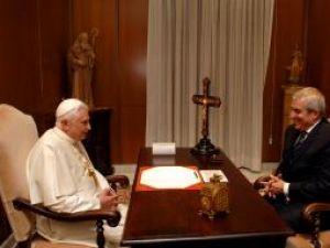 Intâlnire: Papa şi Tăriceanu, discuţii despre crima din Italia