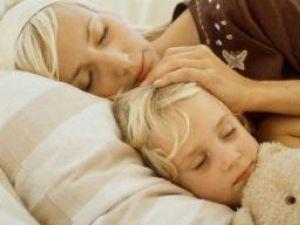 Studiu: Somn liniştit pentru micuţii care răcesc frecvent