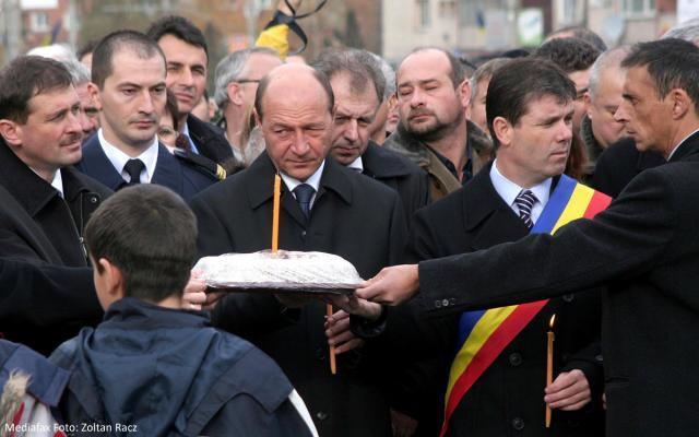 În numele statului: Băsescu cere scuze victimelor represiunii din 1987 din Braşov