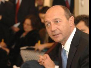 Linia fierbinte: Băsescu şi-a popularizat numărul de telefon al hot-line-ului
