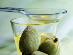 Sănătate: Consumul uleiului de nuci reduce acumularea de colesterol şi riscul instalării aterosclerozei