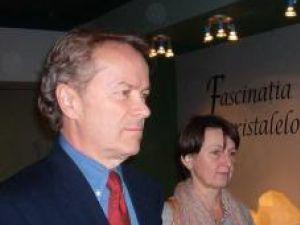 Designerul-arhitect Jeff Daly şi specialisul conservator Florica Zaharia