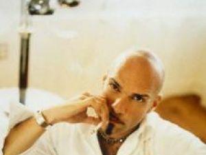 Cercetări: Fumatul accelerează căderea părului la bărbaţi