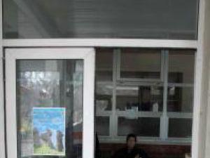 Uşa de la intrarea principală din UPU urmează să fie înlocuită complet