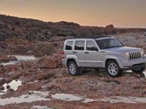 Debut: Jeep sparge iarna cu Cherokee