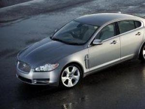 Industrie: Jaguar dă bice sedanului XF