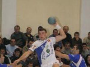 Handbal: Universitatea a cedat în faţa campioanei