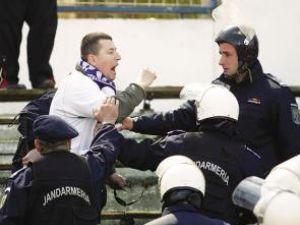 Aproape de final: Suporterii vor audienţă la Băsescu pentru a stopa Legea antiviolenţă