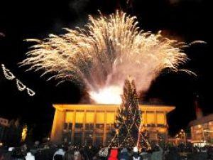 Superb foc de artificii, în centrul Sucevei, pe 1 decembrie 2007 [1]