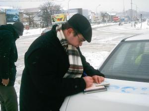 Raport: 16 asigurători vor încheia poliţe auto RCA în 2008