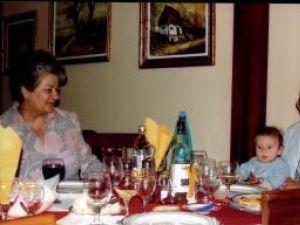 Cornelia şi Sorin Hâncu, împreună cu nepoţelul Vlad