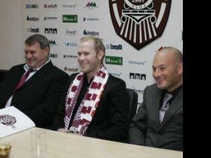 Suedezul Dorsin (în mijloc) a fost prezentat oficial la CFR Cluj