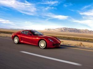 Ferrari 599 scalpat fără milă