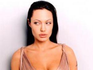 Angelina, scumpă şi la fotografii
