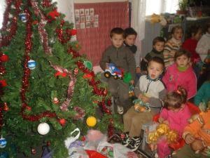 Bucuria de a dărui: Moş Crăciun vine la grădiniţă
