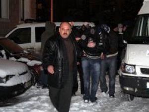 Persoane acuzate de trafic cu ţigări au fost arestate duminică seară