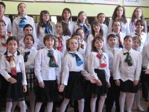 Spiritul Crăciunului: Sute de cadouri pentru copiii Şcolii Nr. 6 Burdujeni