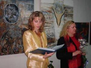 Raluca Schipor şi Lucia Puşcaşu la vernisajul Anualei 2007