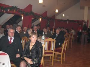Evenimentul s-a bucurat de prezenţa a numeroşi parlamentari, primari, politicieni, dar şi oameni de afaceri