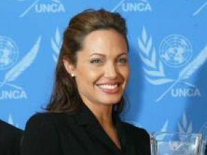 Respect: Angelina Jolie, apreciată pentru acţiunile umanitare