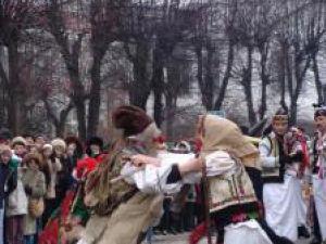 Tradiţii: Peste 1.000 de participanţi la Festivalul obiceiurilor de iarnă de la Vatra Dornei