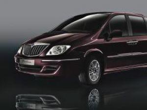 Debut: Lancia Phedra 2008, portret banalizat