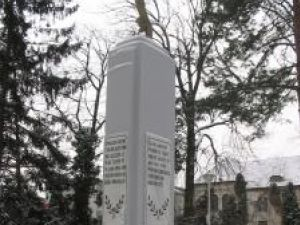 Statuia din parcul Central al Sucevei, e tot ce a rămas să ne amintească de cei care şi-au vărsat sângele pentru a-i apăra pe semenii lor