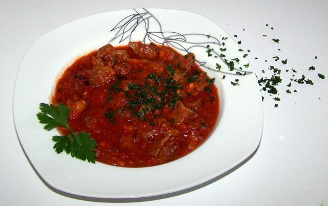Vită în sos tomat