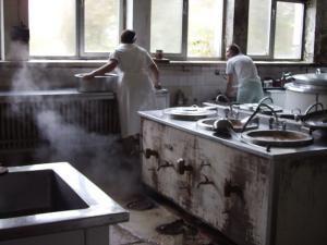 Bucătăria spitalului înainte...