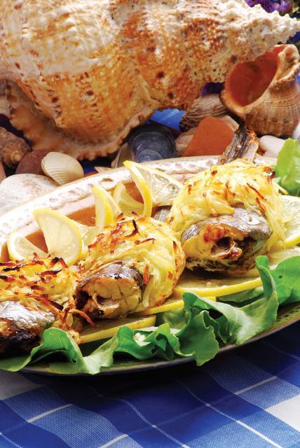 Sardele în crustă de cartofi