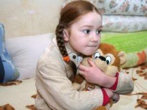 Edera are aproape opt ani şi nu are nici acum certificat de naştere