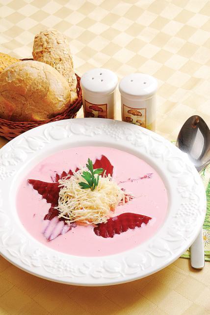 Supă de sfeclă roşie cu hrean