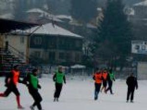 Antrenament pe terenul îngheţat din Vatra Dornei