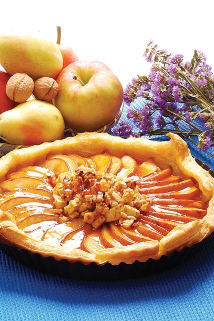 Tartă cu pere, mere şi nuci