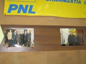 Supărare: Liberalii au scos fotografiile cu Lungu din sediul PNL